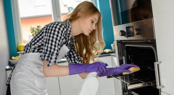 На какие этапы делится мытье духовки