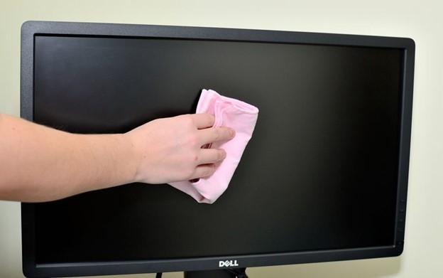Чем чистить дисплей телевизора